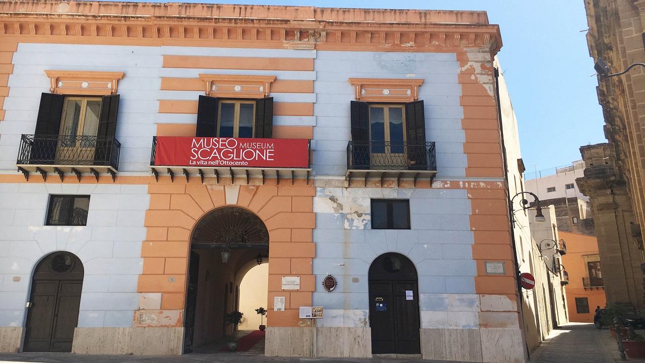 AL MUSEO SCAGLIONE MOSTRA DI SANTINI E CARTOLINE DELL'800