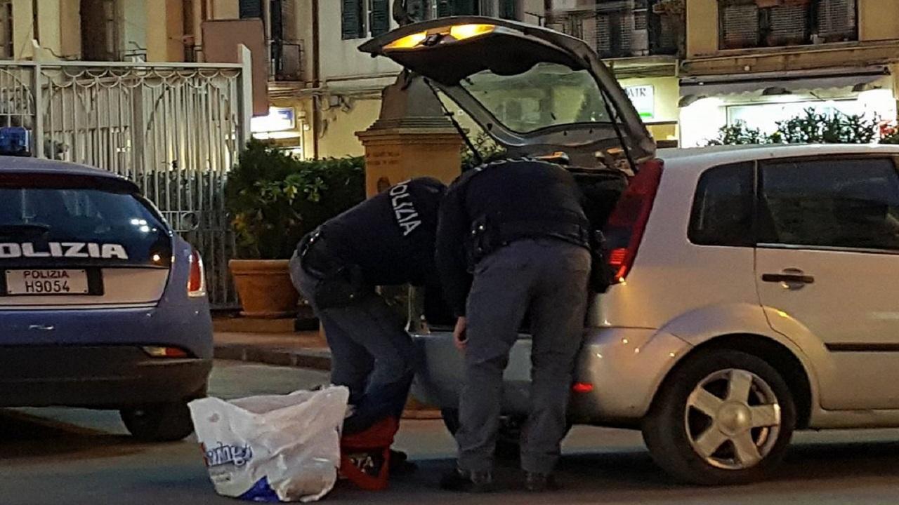 CONTROLLO DEL TERRITORIO DELLA POLIZIA CON 7 POSTI DI BLOCCO