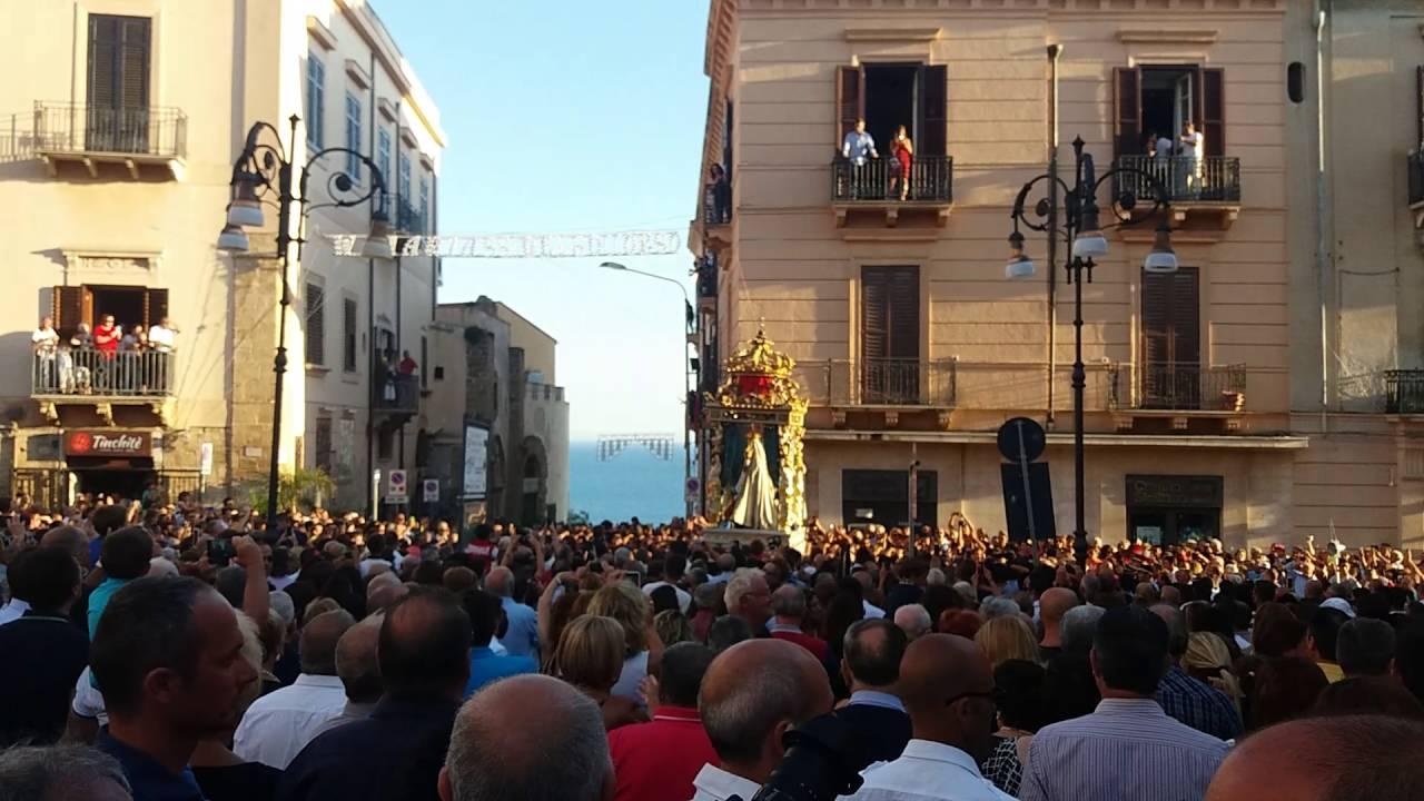 Feste religiose con messe a porte chiuse e niente processioni