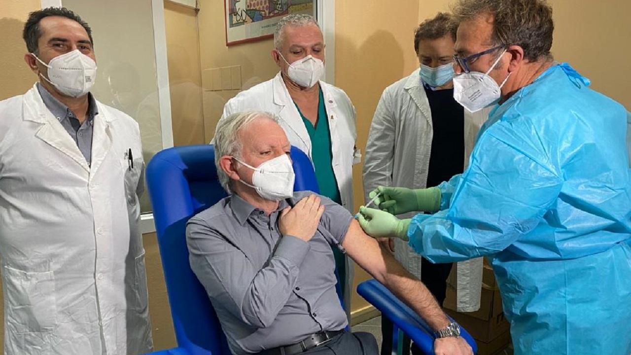 """""""Vaccino Day"""" all'ospedale di Sciacca: primo vaccinato il direttore sanitario Migliazzo  <font color="""