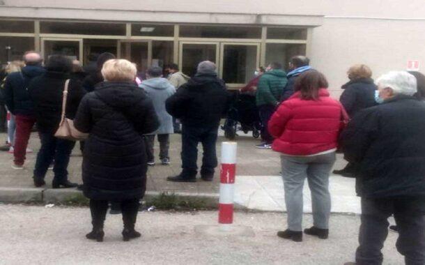 Poliambulatorio, in fila per assembrarsi