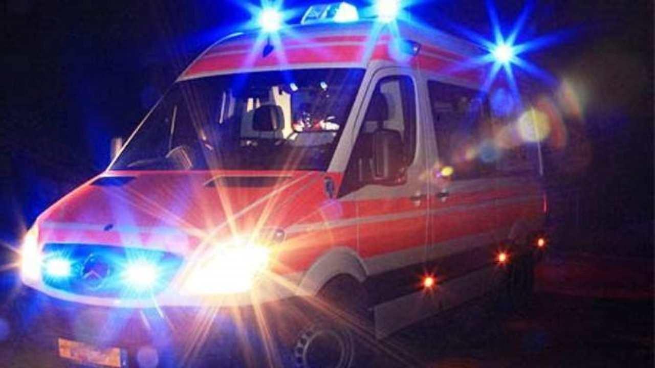 Grave incidente stradale, ciclista di 13 anni travolto da un'auto