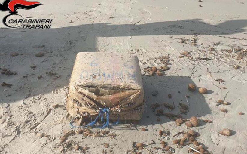 Marsala: rinvenuti 40 chili di droga sulla spiaggia di Birgi Sottano