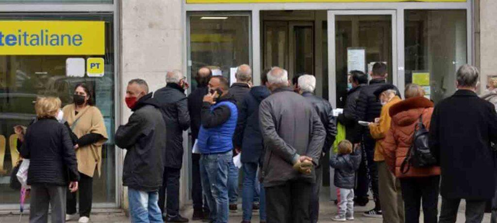 Assembramenti davanti agli uffici postali, la Cisl chiede la presenza delle forze dell'ordine