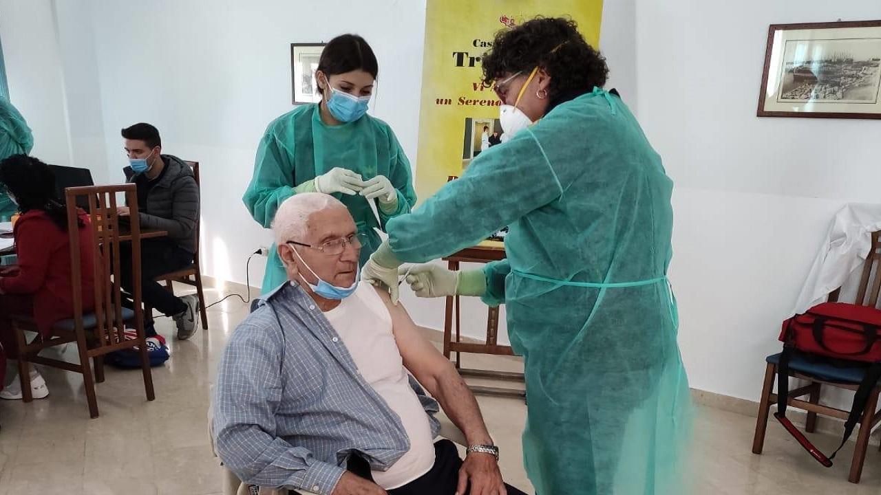 Vaccino, dose di richiamo anche alla casa albergo