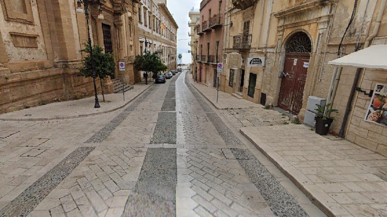 In via Roma nessun posto auto riservato ai disabili. La denuncia di Francesca Nicolosi