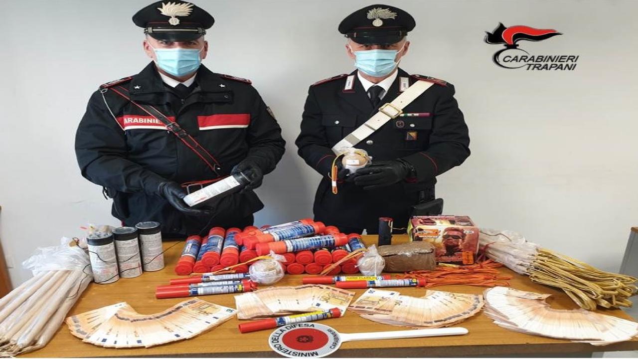 Mazara, trovato con 20 kg di giochi di fuoco pericolosi nella sua casa in centro: denunciato