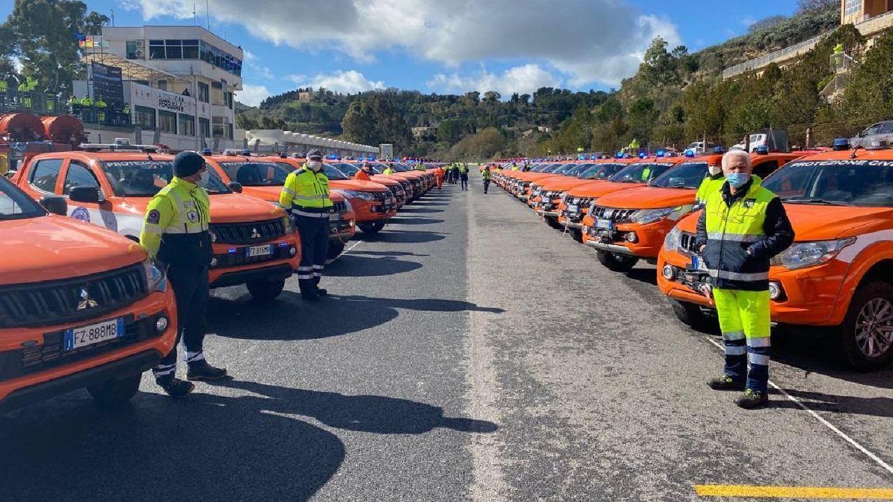 Protezione civile, la Regione consegna cento mezzi al volontariato