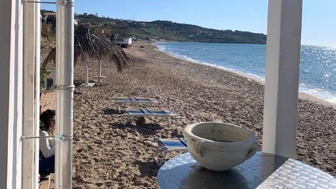 Meteo, oggi caldo anomalo e tante passeggiate in riva al mare