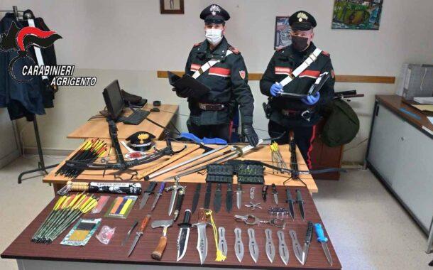 Collezionista abusivo di armi bianche, denunciato agrigentino: a casa oltre 40 armi