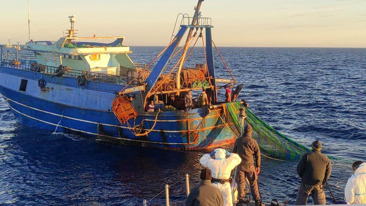 Bloccati 2 pescherecci egiziani: pesca di frodo davanti a Lampedusa. Denunciate 29 persone