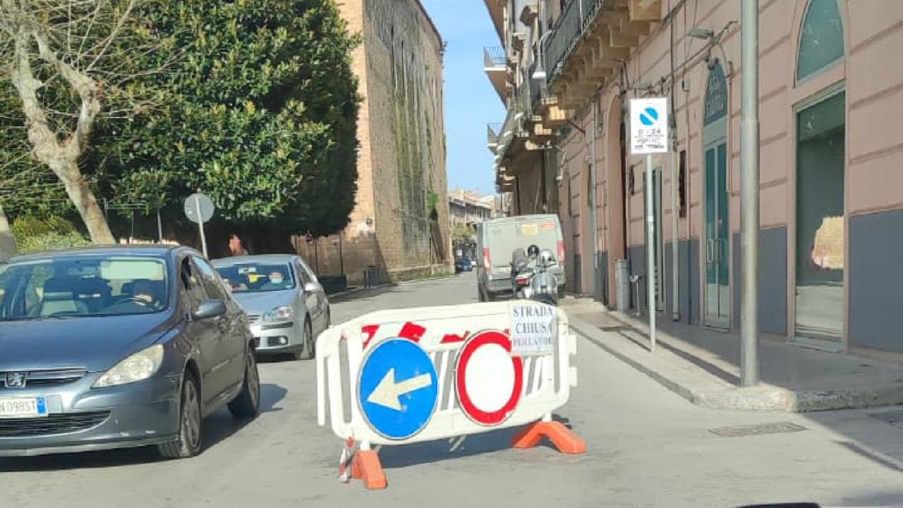Lavori in corso Vittorio Emanuele, deviazione in via Licata per chi entra in città da est
