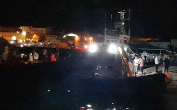 Si ribalta barca di migranti, soccorso nella notte nel Mediterraneo