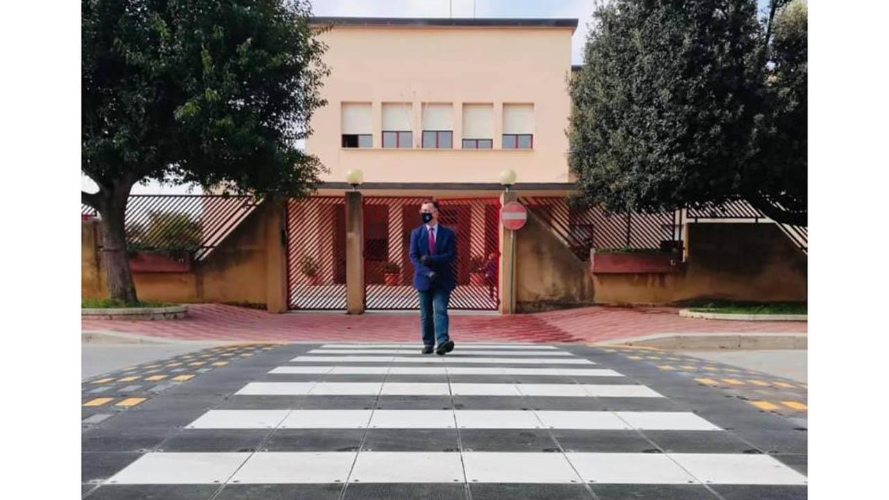 """A Petrosino le strisce pedonali davanti alle scuole sono """"Safety Cross"""""""