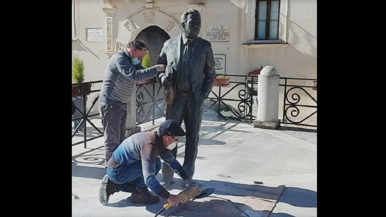 Intervento di restyling per la statua di Giuseppe Tomasi di Lampedusa