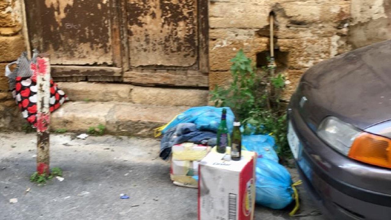 In via Molinari gli incivili continuano a colpire