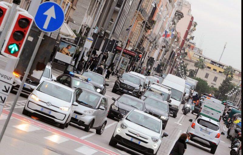 A febbraio immatricolazioni auto in calo