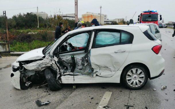 Carambola di auto sulla 115 zona Piana Scunhipani: 3 i feriti <font color=