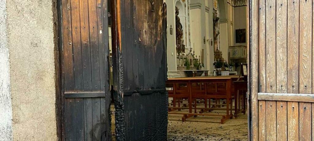 Attentato incendiario di origine dolosa alla chiesa Sant'Agostino a Corleone