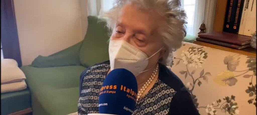 Vaccini a domicilio per over 80 a Messina, prima dose a una 84enne