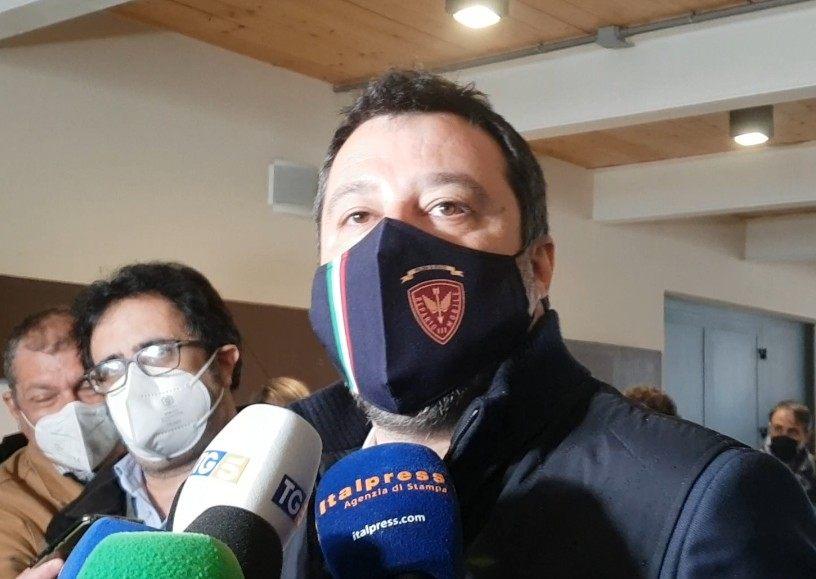 "Vaccini, Salvini ""L'Ue si pronunci su Sputnik"""
