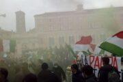 """Corteo """"Io apro"""" a Roma, tensione manifestanti-forze dell'ordine"""