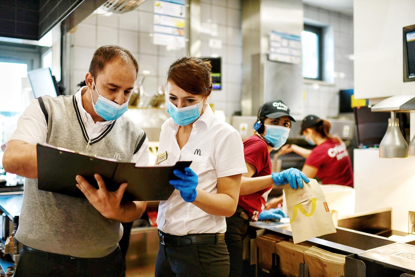 McDonald's disponibile a vaccinare i suoi 25.000 dipendenti in Italia