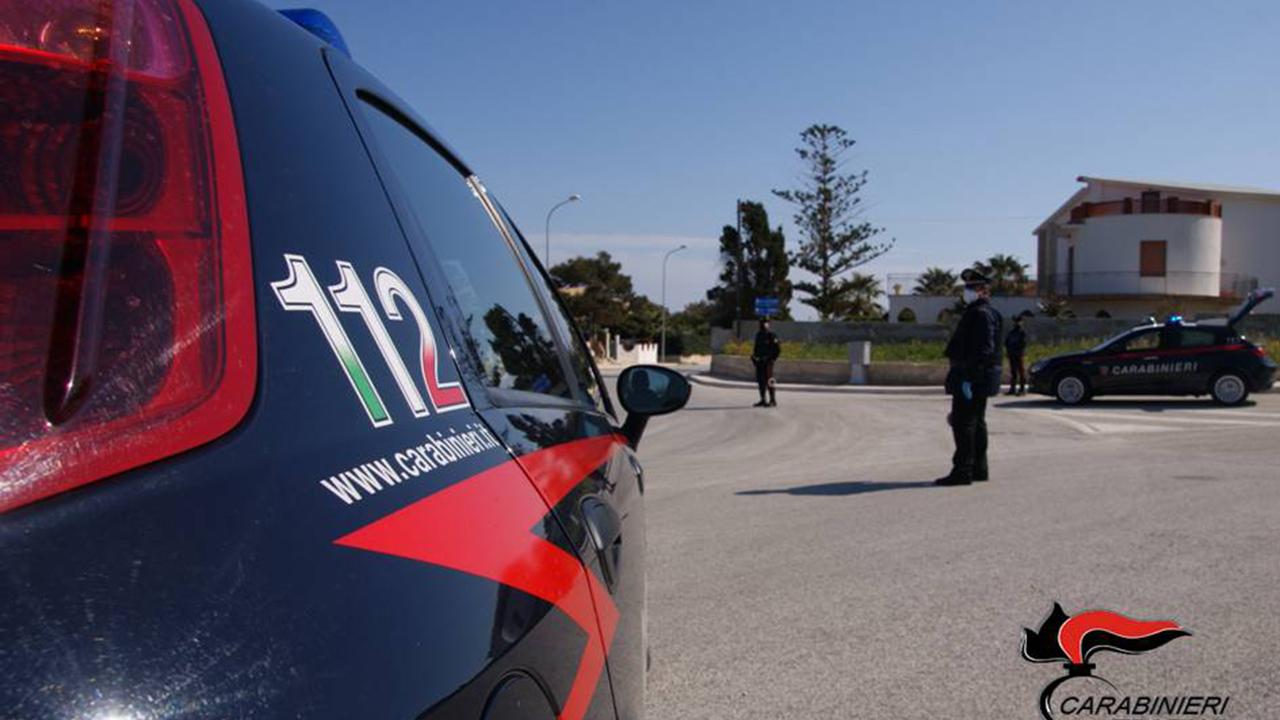 Valderice, 23enne minaccia coetaneo con mazza, danneggia pizzeria e si scaglia contro carabiniere