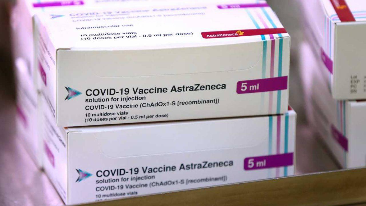 Astrazeneca, dall'Ema nessuna restrizione al vaccino:
