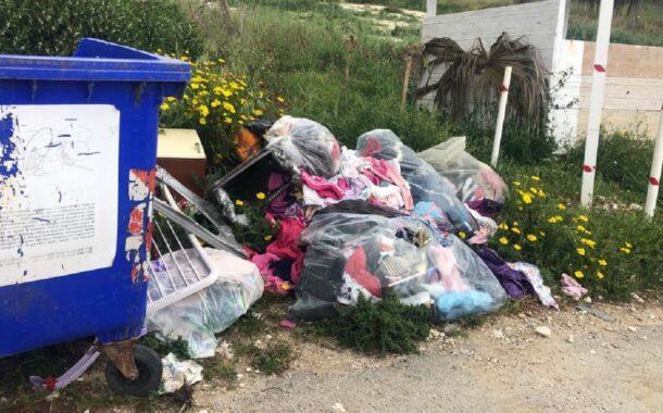Inciviltà inarrestabile: rifiuti abbandonati anche a S.Marco a pochi metri dalla spiaggia