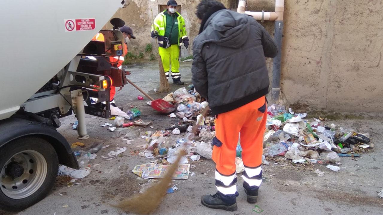 Favara, dopo 15 giorni riprende il servizio di raccolta rifiuti