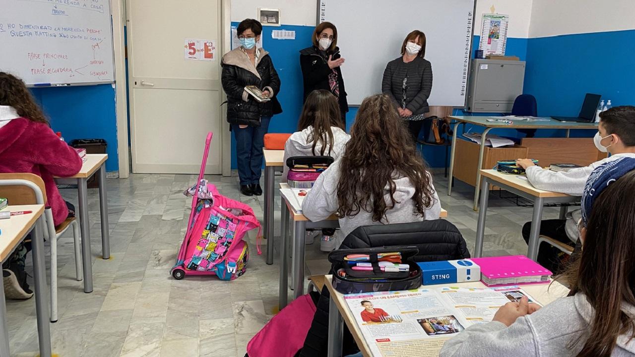 Comune di Sciacca dona libri agli alunni