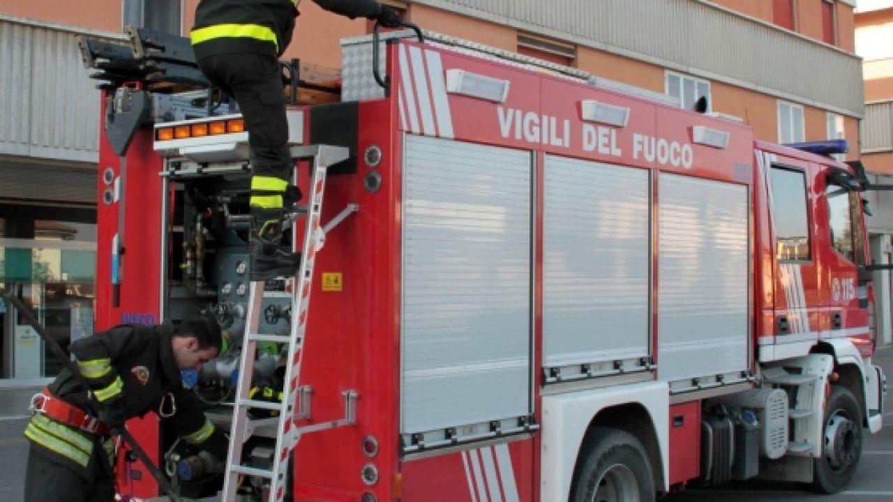 Vigili del fuoco in via Lido per una fuga di gas