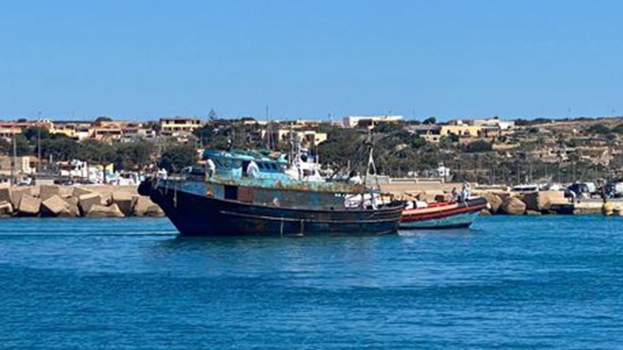 Lampedusa, in poche ore sbarcati 1000 migranti
