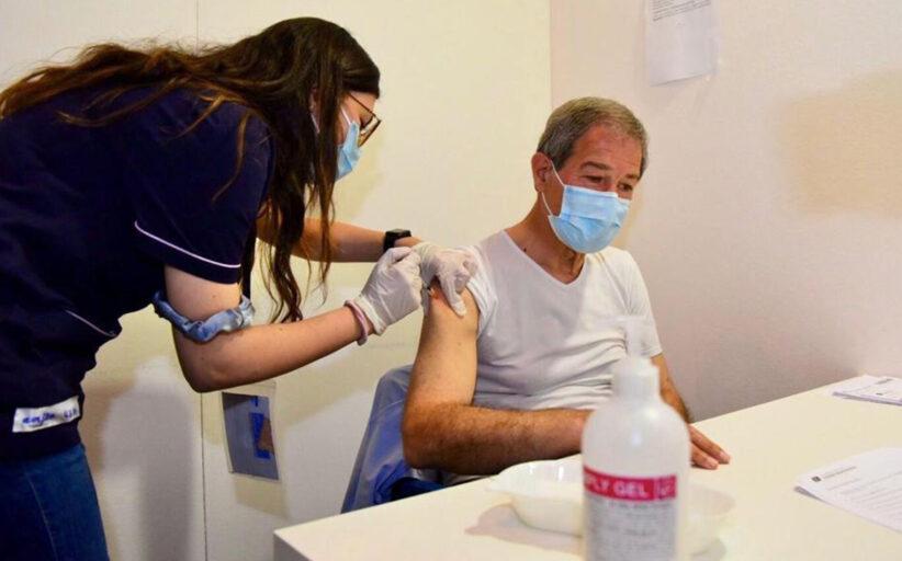 Covid, Musumeci si è vaccinato a Catania con AstraZeneca