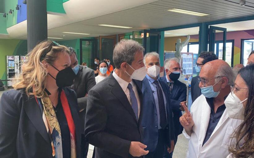Vaccini, visita di Musumeci all'hub di Agrigento: