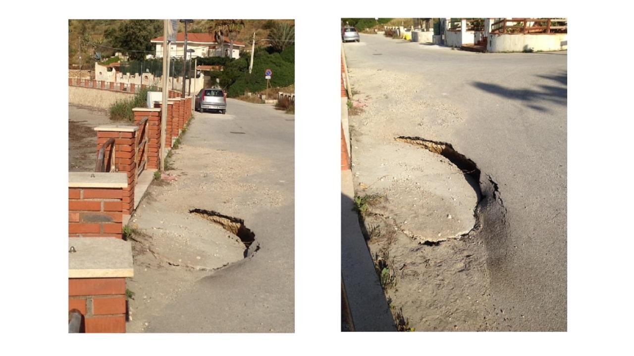 Cede asfalto in via Arenella a pochi metri dalla spiaggia