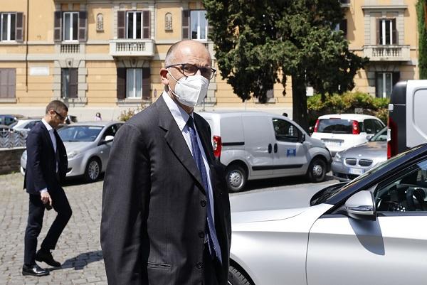 """Primarie, Letta """"12mila votanti a Torino messaggio importante"""""""