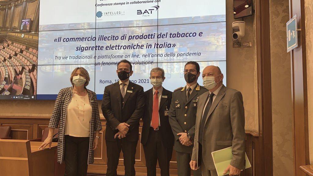 Contrabbando di sigarette, lo Stato perde 800 mln di entrate all'anno