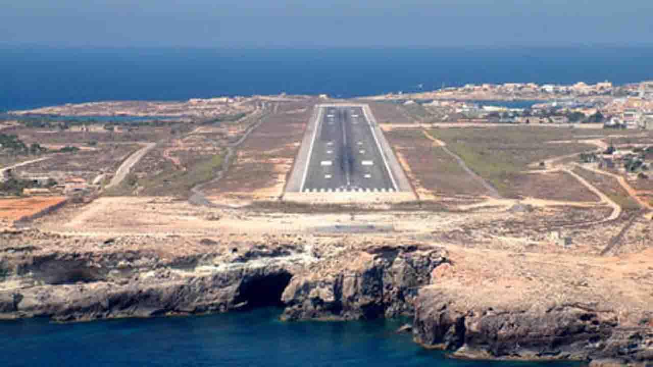 Pantelleria, non si aprono i flap e l'aereo non riesce ad atterrare: rientrato a Palermo