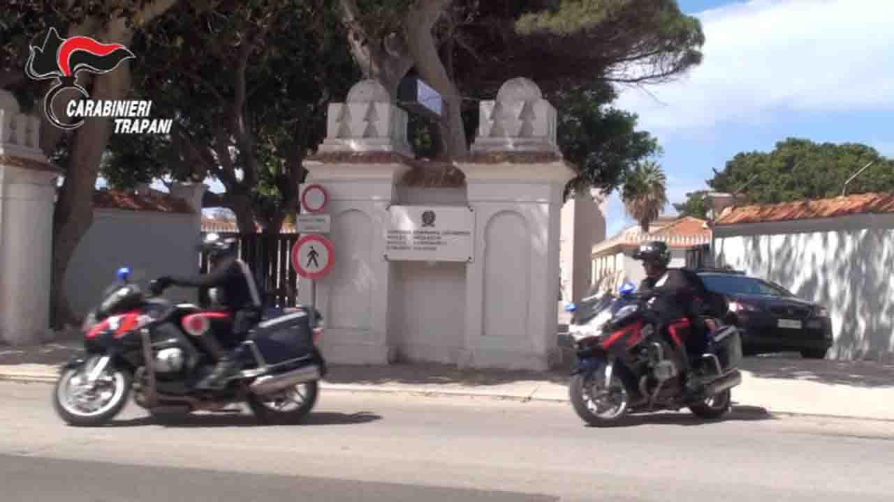Mazara, tenta la fuga a bordo di bicicletta rubata: arrestato dai carabinieri ladro seriale