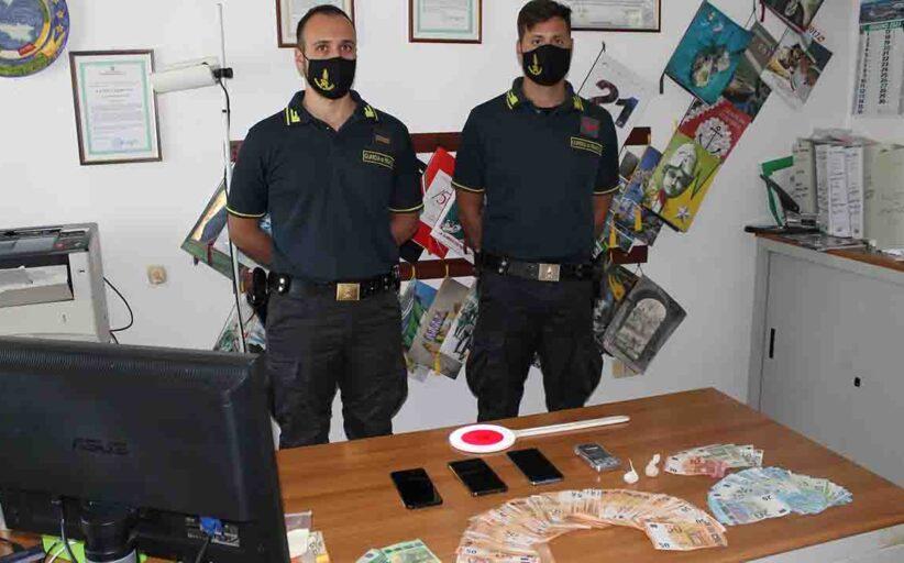 Droga, due palermitani arrestati a Lampedusa. Sequestrati anche 7.000 euro e la lista