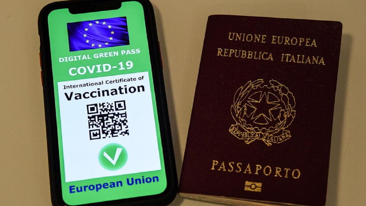Firmato il regolamento per il green pass: al via dal 1° luglio