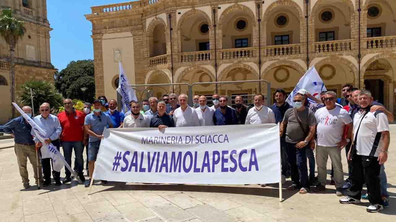 Crisi pesca, da Mazara del Vallo si alza l'urlo dei pescatori: