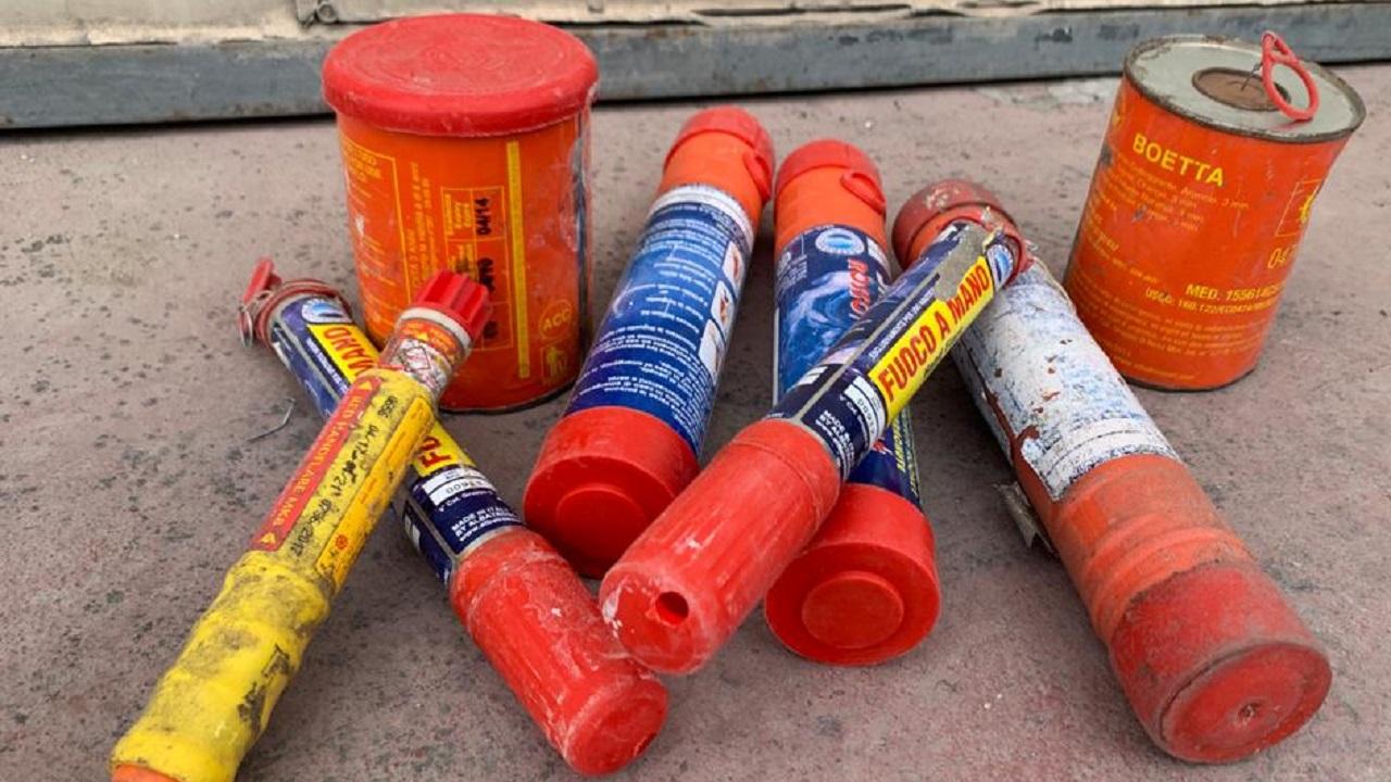 Pericolosi razzi e fuochi a mano tra i rifiuti della raccolta differenziata