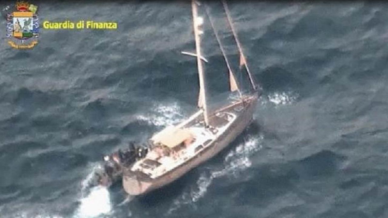 Droga su un veliero nel Canale di Sicilia, arresti e sequestro