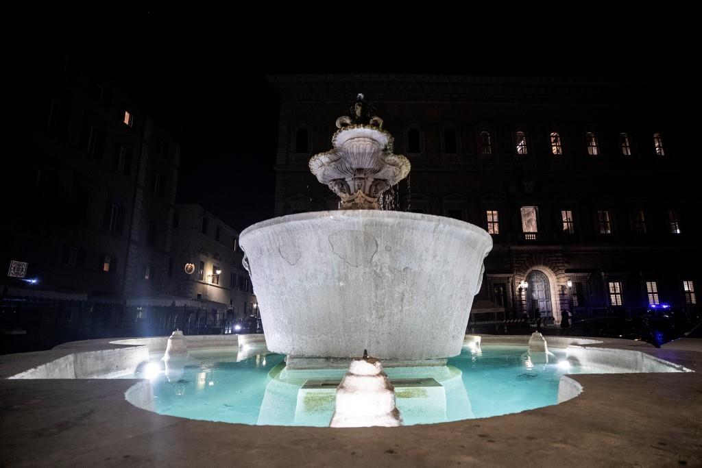 Roma, nuova illuminazione artistica per Piazza Farnese