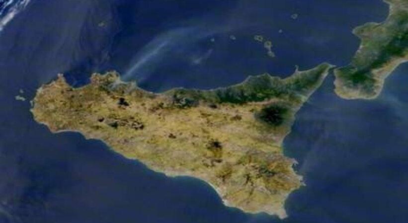 Incendi siciliani visibili dallo spazio