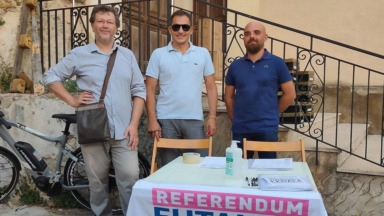 Referendum eutanasia legale, domani raccolta firme anche in spiaggia