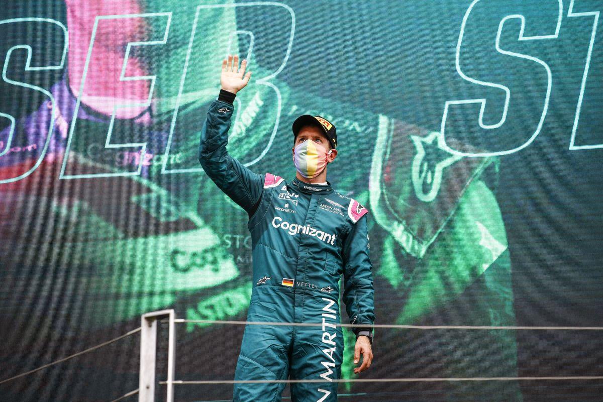 Vettel squalificato, Hamilton secondo e Sainz terzo